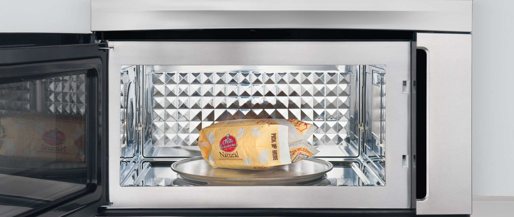 5 foolproof ways to get burnt popcorn smell out of the microwave
